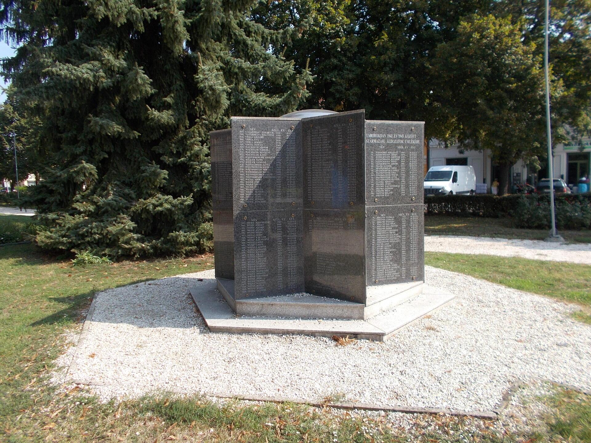 K2.2.1/210 Csorna, Holokauszt emlékmű 2 db