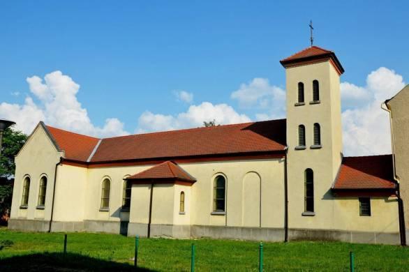 Kapuvar.AssisiSzentFerenc-templom1.jpg